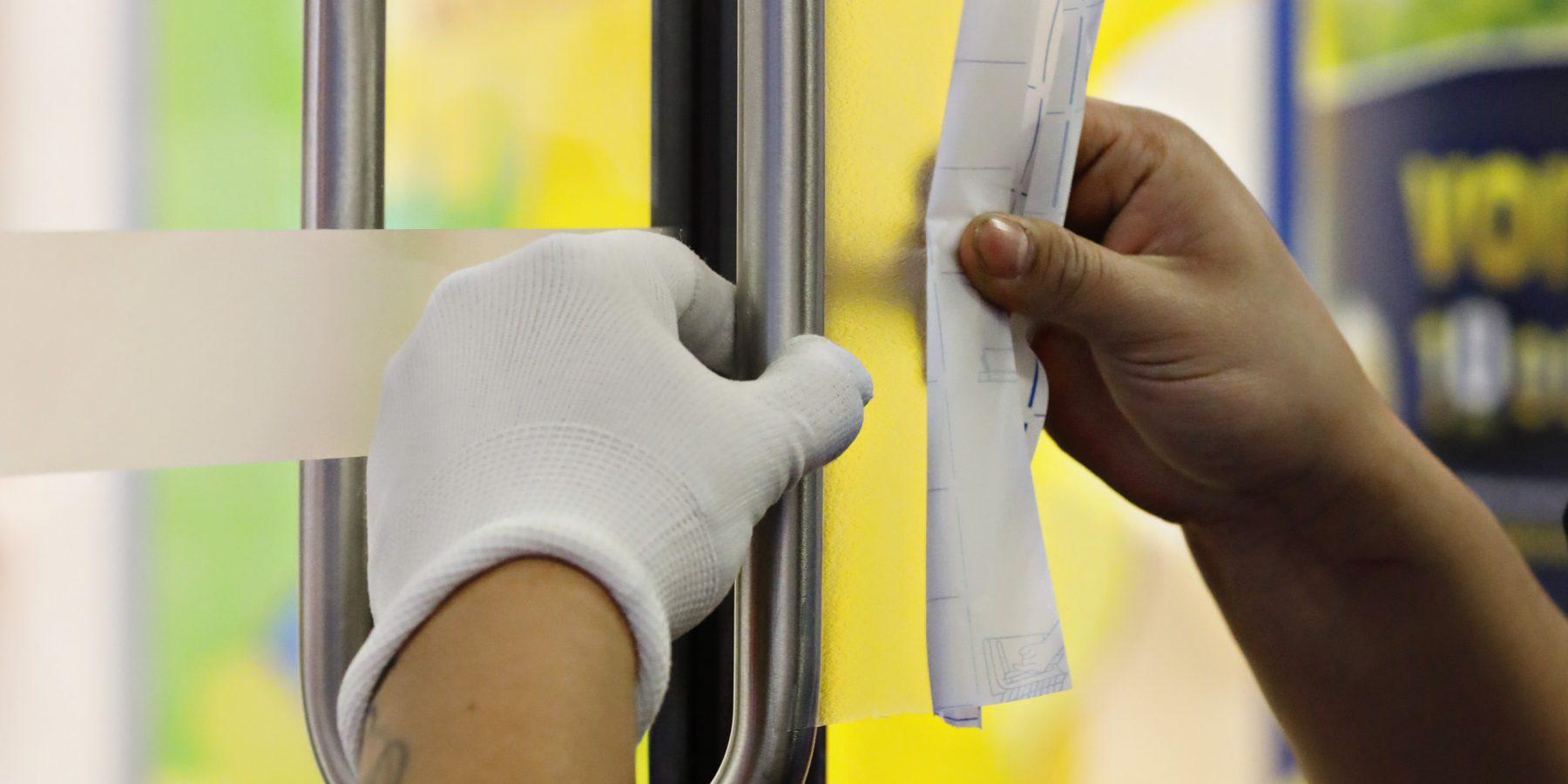 Setting PREXELENT™ film on a door handle